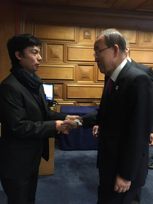 "Sergio Cahueque '17, left, joins <a href=""https://www.un.org/sg/biography.shtml"" target=""_blank"">United Nations Secretary-General Ban Ki-moon</a>, right, in marking the entry-into-force of the recent Paris Agreement on climate change."