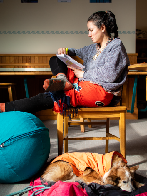 Indiana Núñez Sharer '20 studies in the COA Thorndike Library with her dog, Lexi. Lexi is a r...