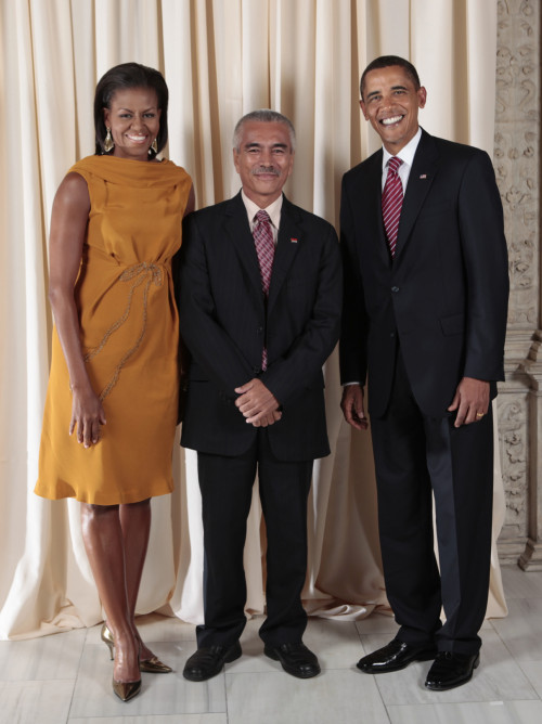 United States President Barack Obama and First Lady Michelle Obama pose for a photo during a reception at the Metropolitan Museum of Art in New York with His Excellency Anote Tong, President of the Republic of Kiribati.