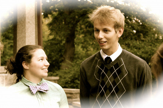 Laurel Streeter '19 and Stephen Dowdy '19 get into the historical spirit.